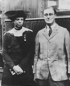 Franklin_D_Roosevelt_and_Eleanor_Roosevelt_1920_0.jpeg