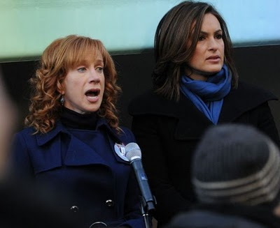 set_jan_2010_kathy_griffin_mariska_hargitay.jpeg