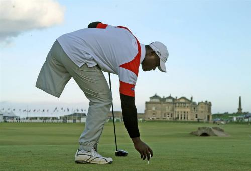 Manuel De Los Santos of the Dominican Republic places his ball on the 18th tee during the final practice round of The Alfred Dunhill Links Championship at The Old Course on Wednesday in St. Andrews, Scotland.